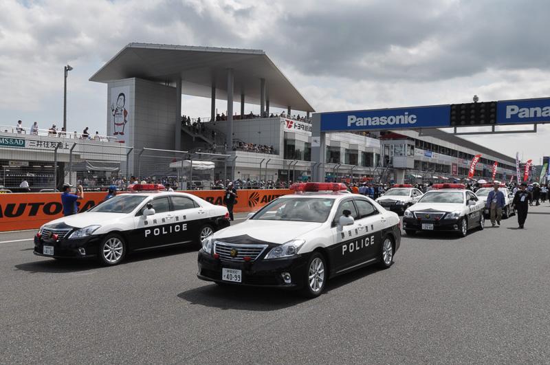 スタートを待つ静岡県警スタッフ。決勝スタートは14時15分