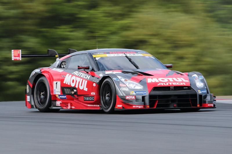 優勝した1号車 MOTUL AUTECH GT-R(松田次生/ロニー・クインタレッリ)