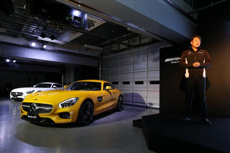メルセデスAMG GTについて語った上野社長(上)とメルセデスAMGの取締役会長であるトビアス・ムアース氏(下)