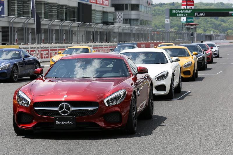 当日は発表会とともに報道陣向けの試乗会が富士スピードウェイの本コースで行われた