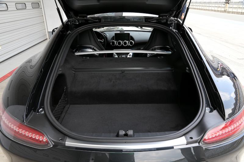 ラゲッジルーム容量を350L(VDA方式)とし、実用性に耐える容量を確保