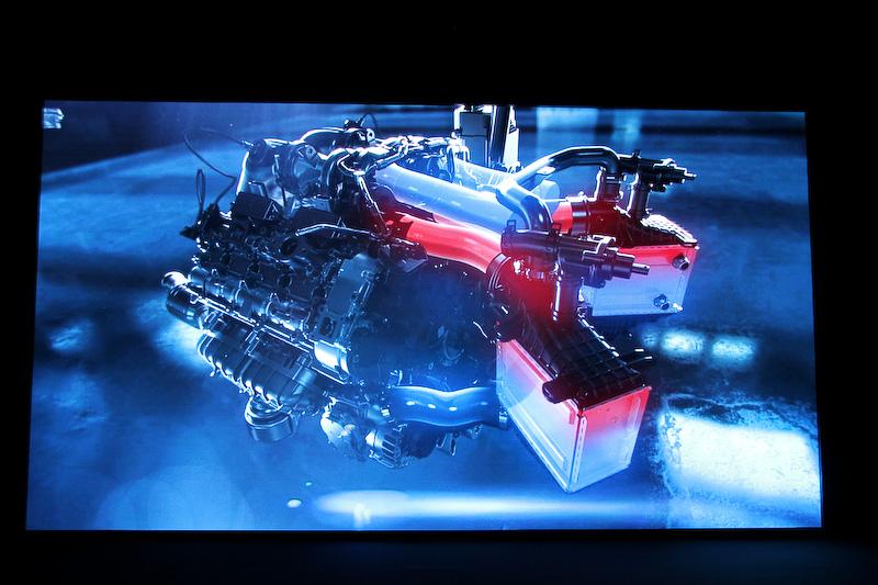 M178エンジンは砂型鋳造されたクローズドデッキのアルミニウムクランクケースに鍛造アルミニウム製ピストンを組み合わせ、軽量化を進めつつ高い強度を実現