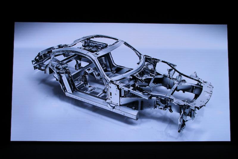 シャシーまわりでは90%以上にアルミニウムを採用する「アルミニウムスペースフレーム」を採用。重量231kgと軽量でありながら高い強度を備えるという