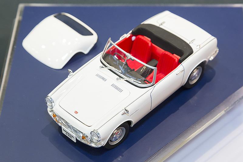 Honda S500の発展系として登場したHonda S600。キットはHonda S800から一部部品を新設計してS600へと発展しており、実車とは逆の発展過程をたどった。S600の室内カラーにあわせて成型色も変更されている
