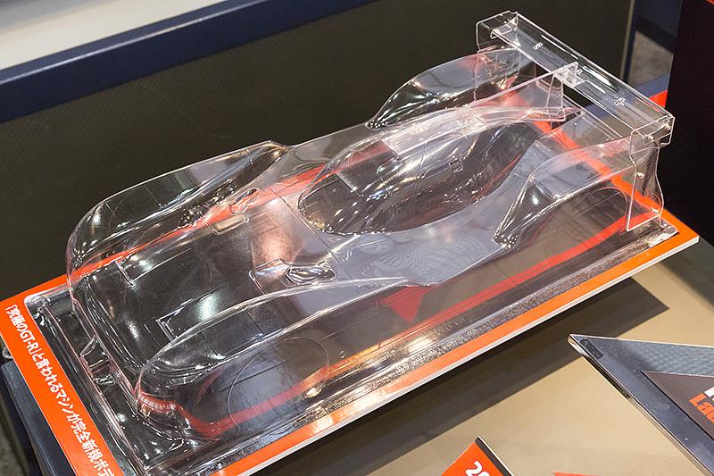 ル・マン 24時間レースに参戦するNISSAN GT-R LM NISMOが早速RCカーで登場。「実車はFFだが、RCカーはMR」というお約束の突っ込みはともかく、空力的にも見所の多い形状をしている