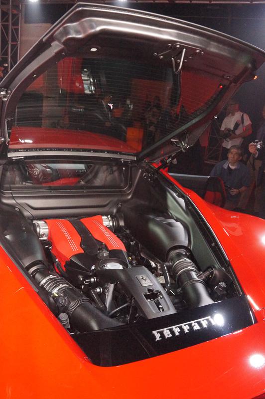 488 GTBに搭載されるV型8気筒3.9リッターターボエンジン