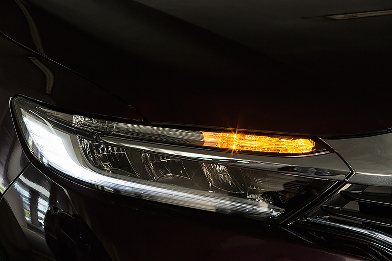 ヘッドライトの点灯パターン。HYBRID XとZにはLEDヘッドライトが標準
