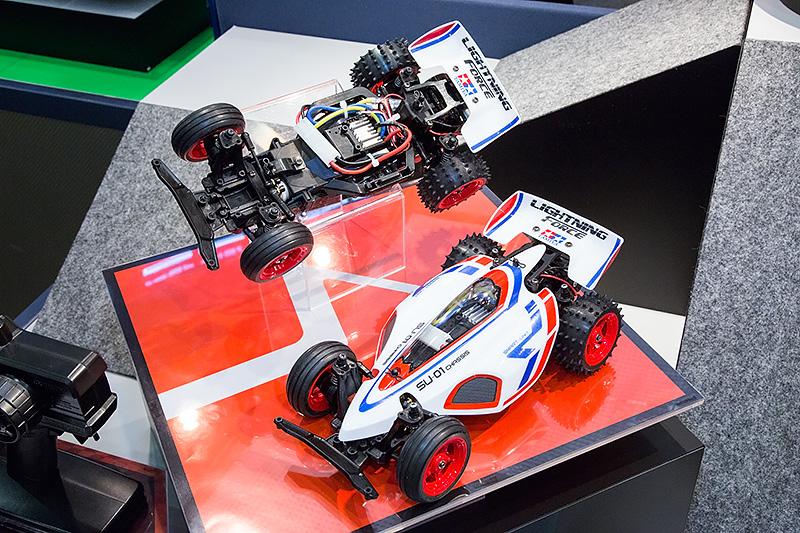 乾電池で走る組み立て済みニュー・エントリーRCカー(名称未定)
