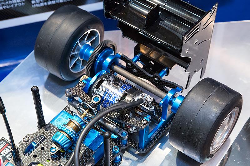「TRF102 シャーシキット」。6月27日ごろ発売、3万8800円(税別)。TRF(タミヤ レーシング ファクトリー)のノウハウが注ぎ込まれた2WDシャシー