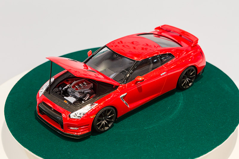 1/24「NISSAN GT-R(R35)プレミアム 2015モデル(北米仕様)」。6月発売予定、3200円(税別)。既発売モデルをベースに、左ハンドルの最新仕様に