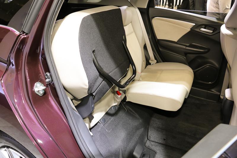 リアシートの座面はチップアップが可能。乗員空間がラゲッジスペースに変化する