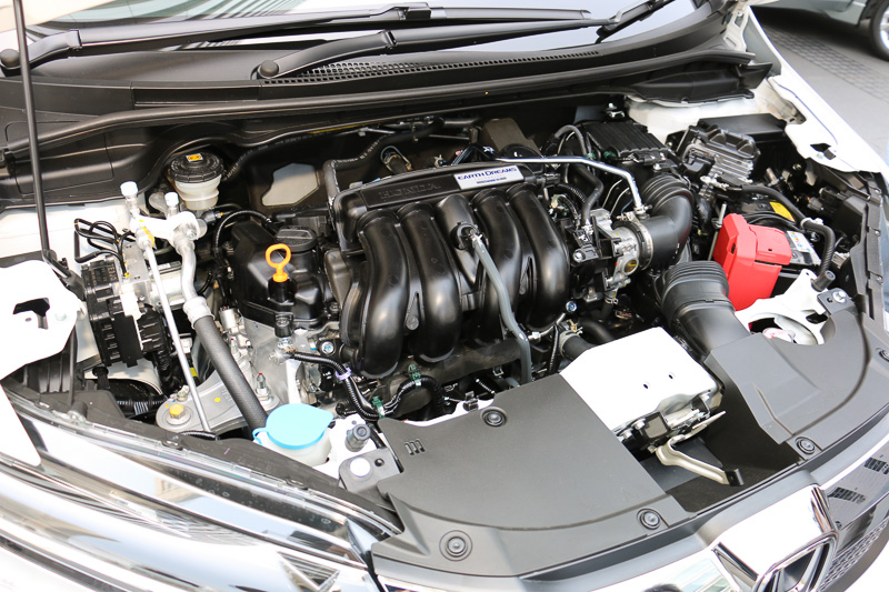 ガソリンモデルに搭載する「L15B」直列4気筒DOHC 1.5リッターエンジン。JC08モード燃費は19.4km/L~21.8km/L