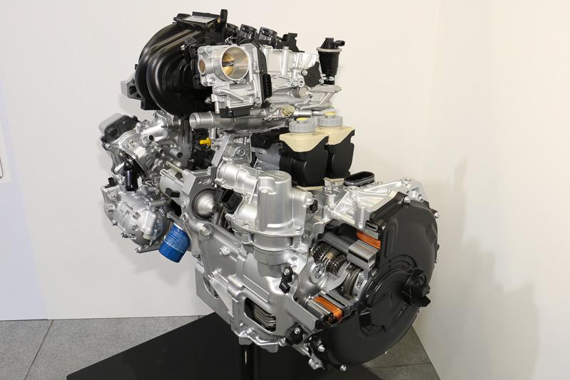 ハイブリッドモデルに搭載する「SPORT HYBRID i-DCD」のカットモデル。デュアルクラッチトランスミッションにモーターを内蔵している