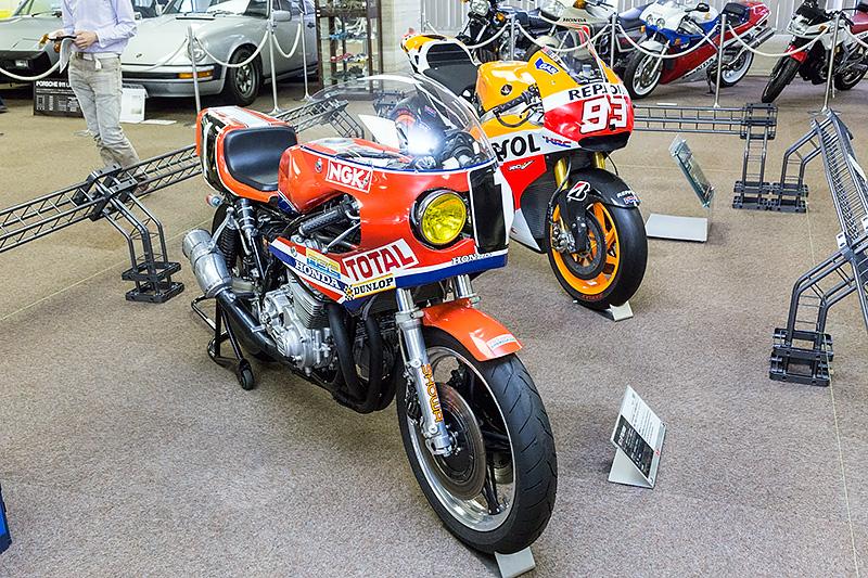 ホンダ「RS1000耐久レーサー」(手前)と、ホンダ「RC213V」(奥側)