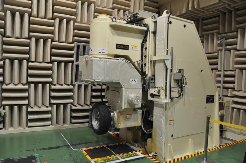 パターンノイズ計測用の無響室に設置されていた機械
