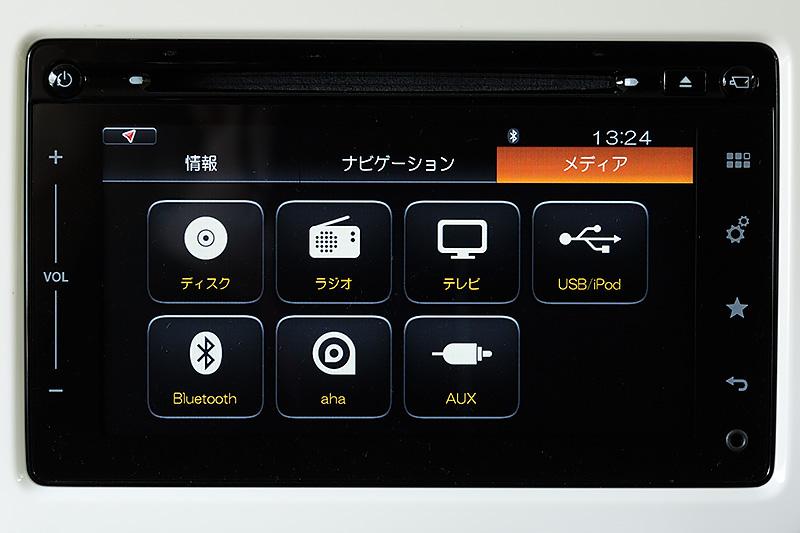 フルセグ地デジTVやCD/DVD、Bluetooth、aha(インターネットラジオ)など豊富なソースに対応