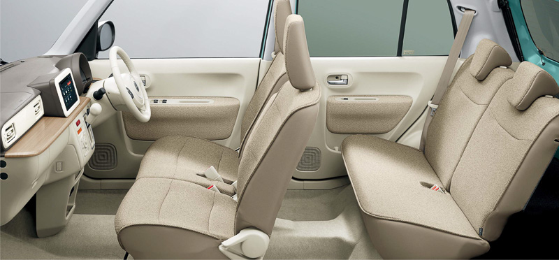 室内寸法は2020×1295×1240mm(室内長×室内幅×室内高)。運転席ではチルトステアリングの調整量を5mm増やして35mmとしたほか、シートリフターの調整量も28mm拡大して60mmとするなど、ドライバーの体格に合うドライビングポジションに調整しやすくなっている