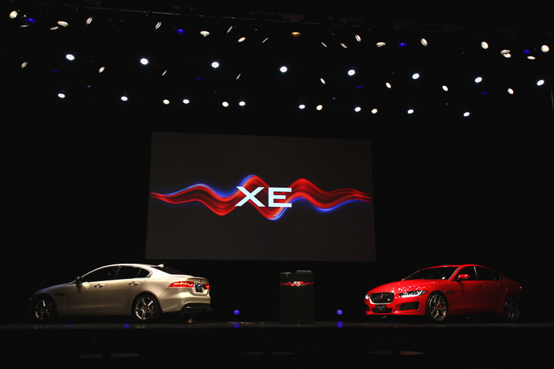 新型XEのキーワードは、新たな価値を生み出すという「ゲームチェンジャー」。ダンス界のゲームチェンジャーである、ダンスアーティスト集団「WRECKING CREW ORCHESTRA(レッキンクルーオーケストラ)」のパフォーマンスにより新型XEはお披露目された