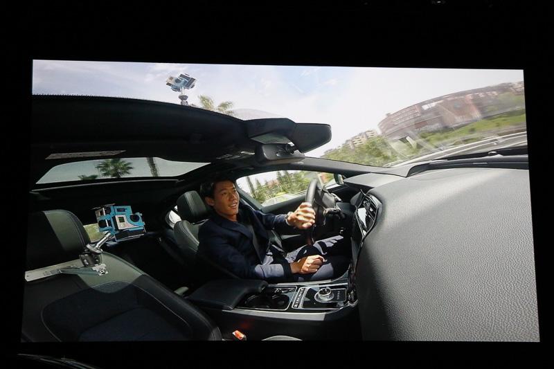 錦織圭選手とのドライブや高速走行、オフロード走行ができるバーチャルドライブ。全国の正規ディーラーに配備される
