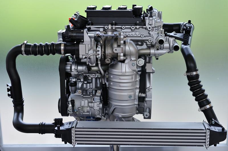 新型ダウンサイジングターボとなるL15B型エンジンの展示モデル。電動ウェイストゲートを使って過給圧を緻密に、適切に制御する
