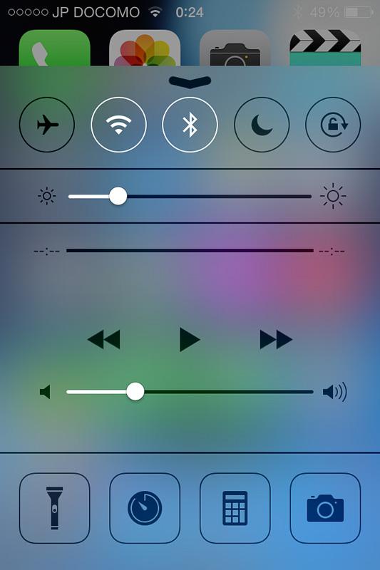 画面下からスワイプして表示させるコントロールセンターでBluetoothをオンにする