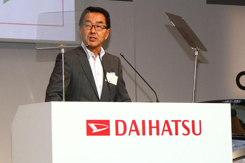 記者会見でコペン セロの解説を行ったダイハツ工業の上田亨技術本部長