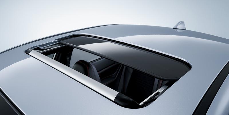 「2.0 GT-S EyeSight」には、電動チルト&スライド式のサンルーフをメーカーオプションとして設定