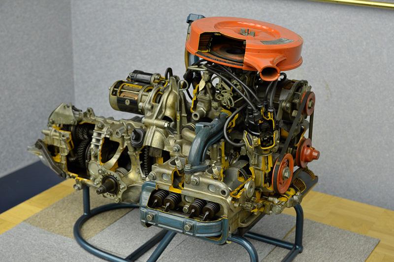 試乗会の会場では、BOXERエンジン(水平対向エンジン)の生産累計1500万台をアピールするため、最初の搭載車となった「スバル1000」と搭載されたエンジンである「EA52型」も展示された
