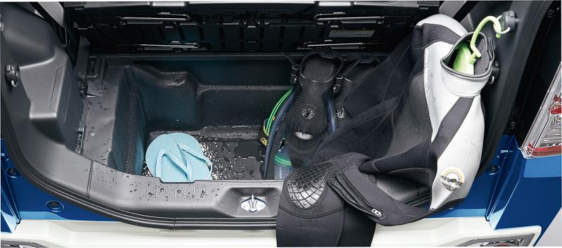 モンベル仕様と同じく「イージーケアフロア(座席側/荷室側)」を特別装備し、マリンレジャーに対応