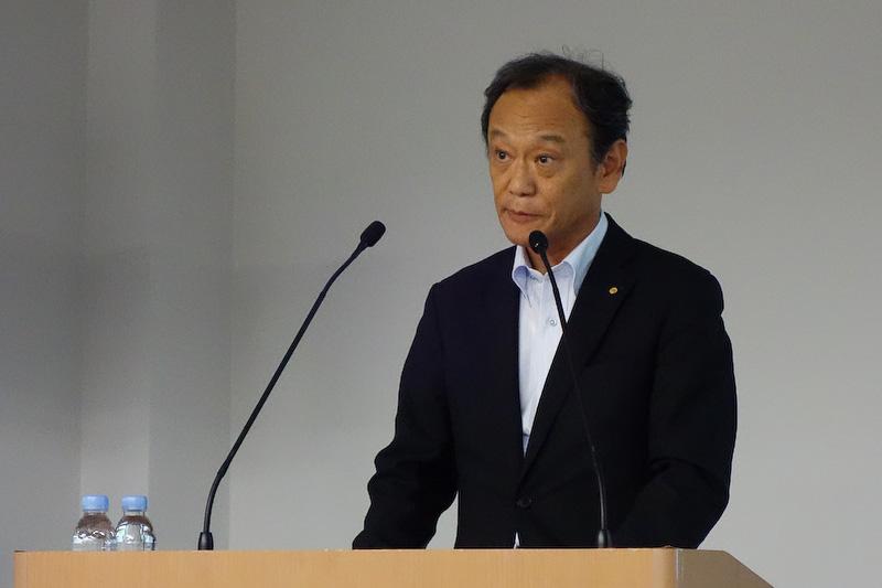 水素ステーションの整備促進に向けた支援内容を発表するトヨタ自動車 専務役員の伊勢清貴氏