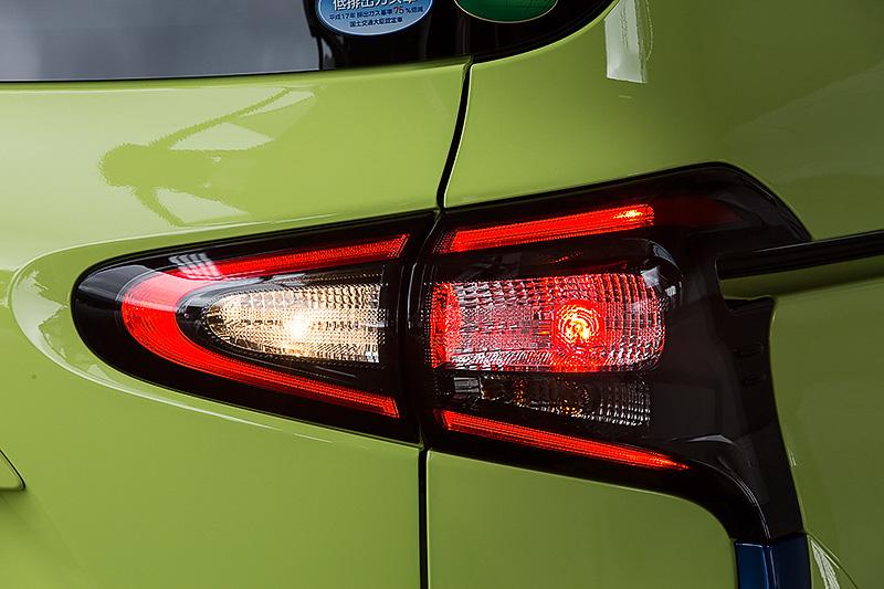LEDランプパッケージではリアコンビランプも専用タイプになる