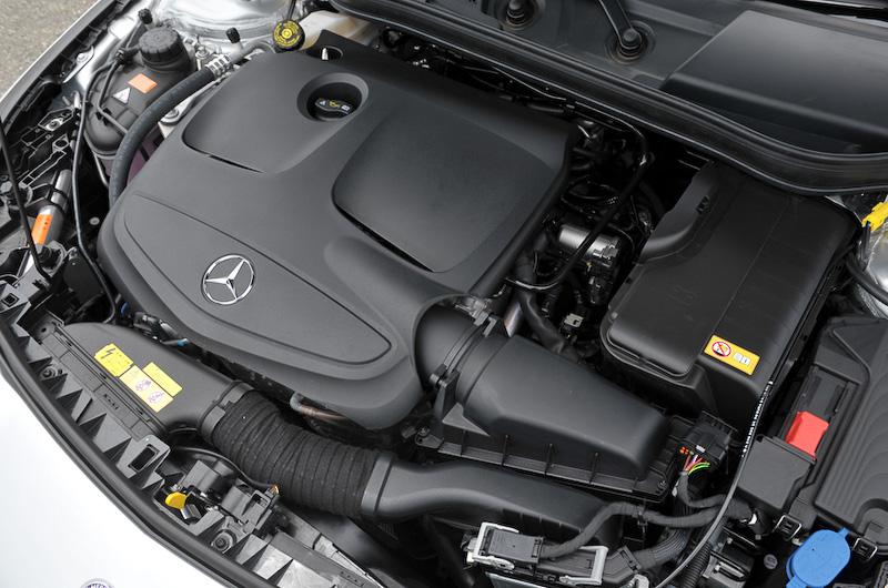 CLA 250 シューティングブレーク オレンジアートエディションに搭載する直列4気筒DOHC 2.0リッター直噴ターボ「270M20」エンジン。最高出力155kW(211PS)/5500rpm、最大トルク350Nm(35.7kgm)/1200-4000rpmを発生。JC08モード燃費は14.6km/L、無鉛プレミアムガソリン仕様