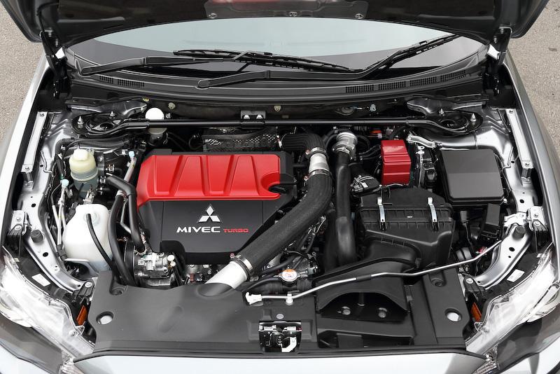 ランサーエボリューション ファイナルエディションに搭載される直列4気筒DOHC 2.0リッターMIVECインタークーラーターボ「4B11」エンジン。エキゾーストバルブにナトリウム封入バルブを採用し、従来比で13PS/0.7kgm増の最高出力230kW(313PS)/6500rpm、最大トルク429Nm(43.7kgm)/3500rpmを発生
