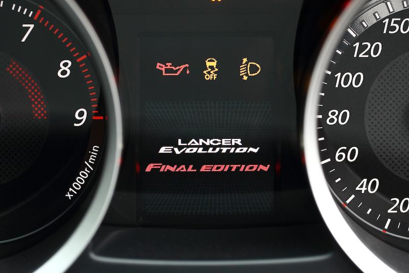 エンジンスタート時の専用オープニング画面