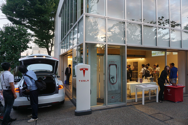 「DAIKANYAMA T-SITE GARDEN GALLERY」でデュアルモーターAWDモデル「モデル S デュアル」を日本初公開