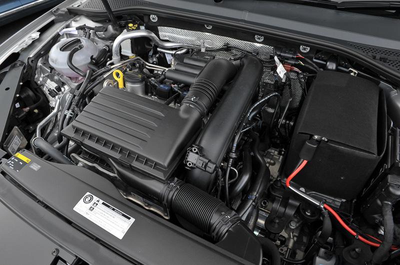 パワートレーンはセダン、ヴァリアントともに直列4気筒DOHC 1.4リッター直噴ターボエンジンに7速DSGの組み合わせ。最高出力は110kW(150PS)/5000-6000rpm、最大トルクは250Nm(25.5kgm)/1500-3500rpmを発生。JC08モード燃費は全車20.4km/Lとなっている
