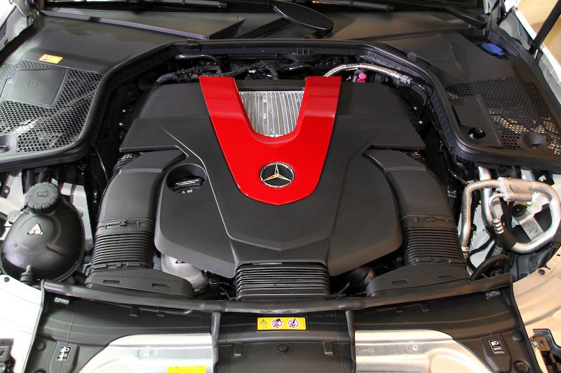 V型6気筒DOHC 3.0リッターツインターボエンジンは最高出力270kW(367PS)/5500-6000rpm、最大トルク520Nm(53.0kgm)/2000-4200rpmを発生