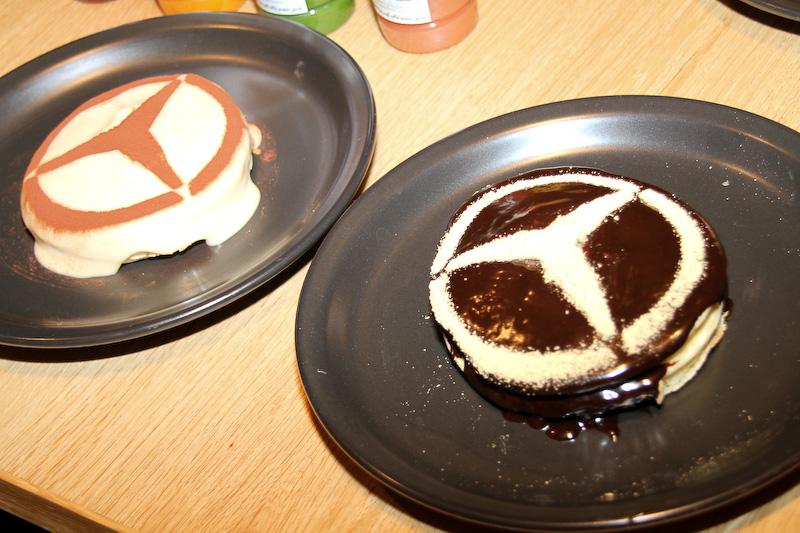 エッグセレント バイツではハンバーガーやパンケーキなど手軽に食べられるフードを用意