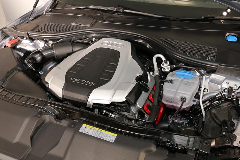 「CRE」型のV型6気筒DOHC 3.0リッタースーパーチャージャーエンジンは、最高出力245kW(333PS)/5500-6500rpm、最大トルク440Nm/2900-5300rpmを発生