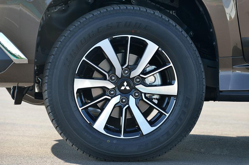 タイヤサイズは全車18インチ。グレードによってデザインが変化する