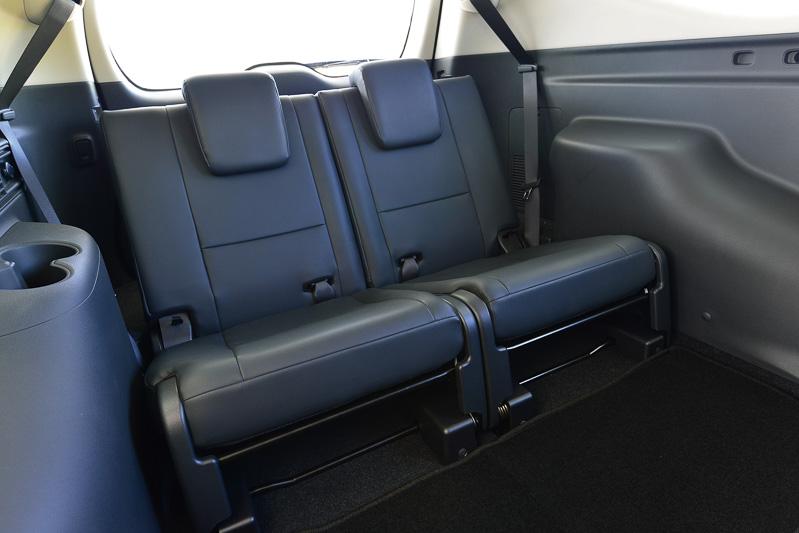 全車で3列目シートを備え、2列目シートにベンチシートを採用する7人乗り