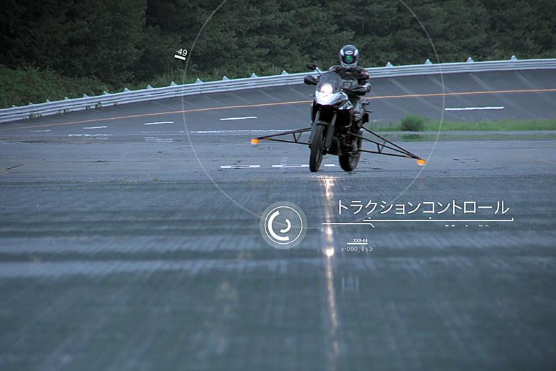 MSCでは、濡れた路面などμの低いシーンやハイパワーなバイクでのホイールスピンを防ぐトラクションコントロール、不用意なパワーオンでのウイリーを抑制する機構などを持つ。さらにオフロードバイク向けに、ABSを装備しながらリアタイヤだけをロックさせて意図的にテールスライドさせる機能も備える