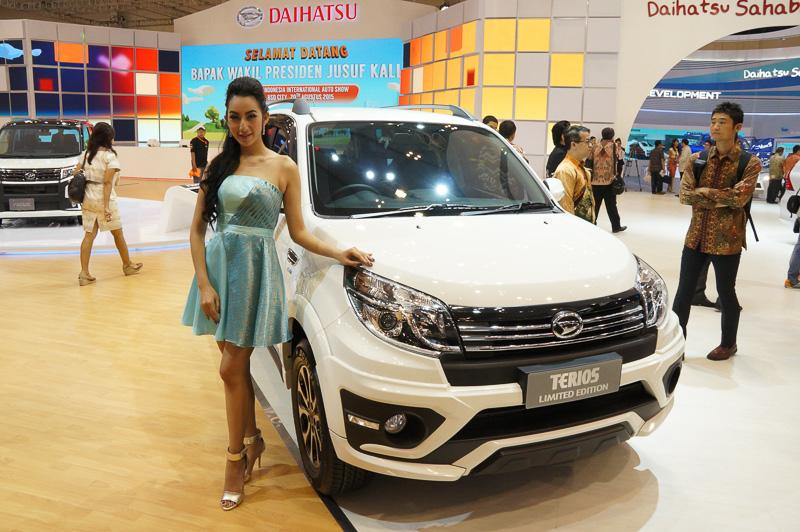 インドネシアでは3列シートモデルとして販売される現行型「テリオス」