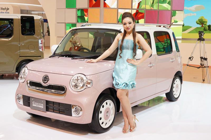 現在日本で売られている軽自動車「ウェイク」「ミラ ココア」「ムーヴ」を展示