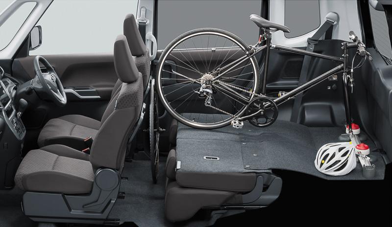シートバックの前倒し格納やスライドなどを組み合わせ、多彩なシートアレンジが可能になっている