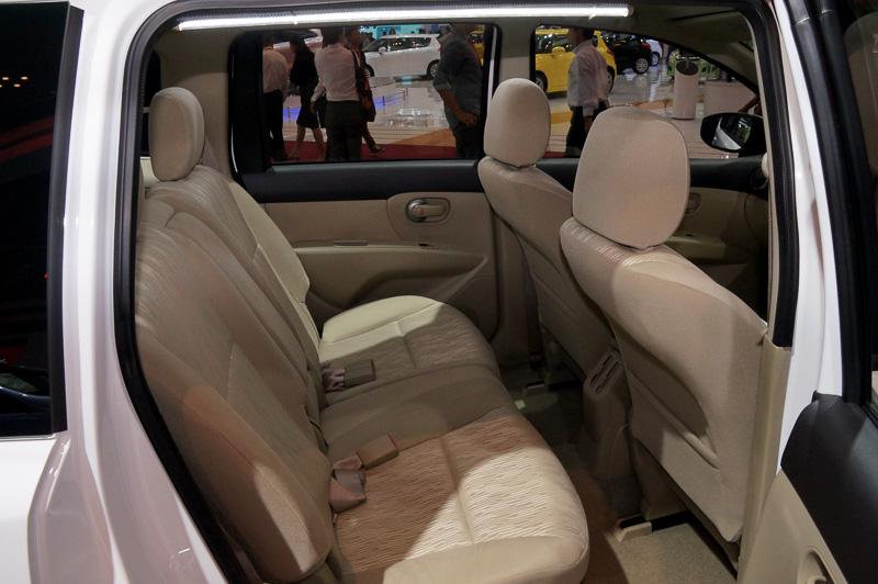インドネシアで人気となる3列7人乗りのセグメントに導入している「グランド リビナ」