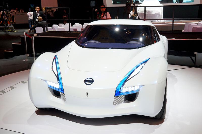 電気自動車の「ESFLOW(エスフロー)」を展示して先進性をアピールした