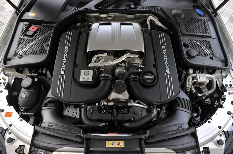 C 63 Sに搭載するV型8気筒DOHC 4.0リッター直噴ツインターボ「M177」エンジン。最高出力375kW(510PS)/5500-6250rpm、最大トルク700Nm(71.4kgm)/1750-4500rpmを発生。JC08モード燃費は9.5km/L