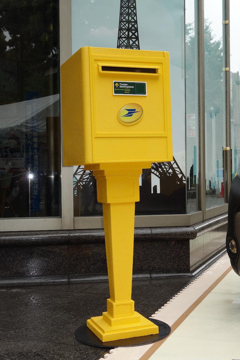 カングー ラ・ポストの発表会は郵便にちなんで都内にある本郷郵便局で開催。会場では、この日のためにフランスで使われるポスト(を模したもの)も展示