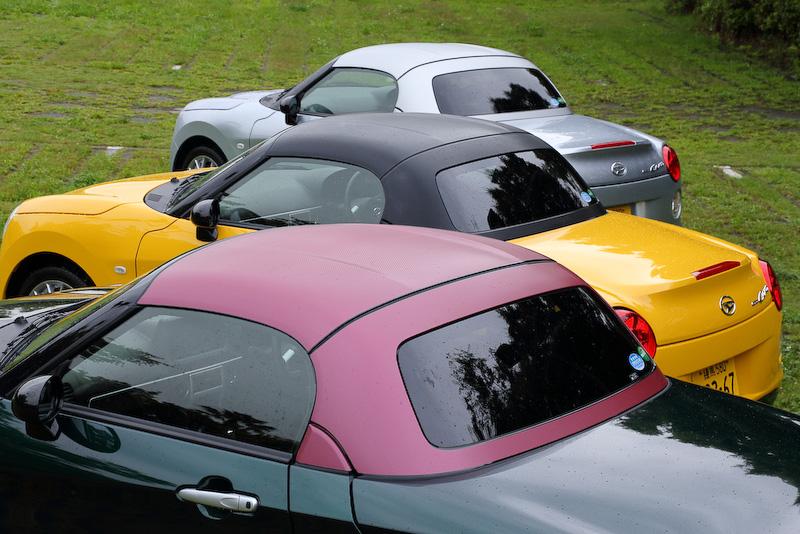 独自のラッピング工法「Dラッピング」のカラーバリエーションはワインレッド、ブラック、シルバーの3色